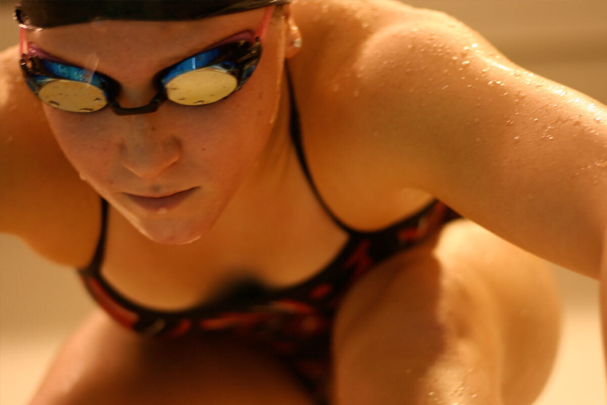 Womens swimming and diving